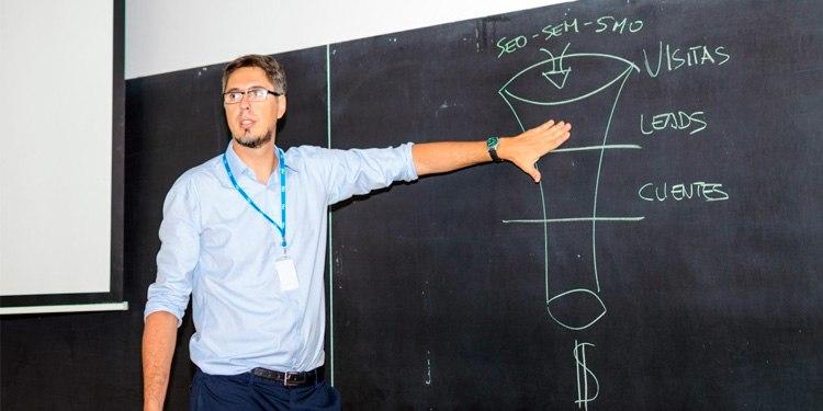 Javier Gosende Profesor Coco School Alicante