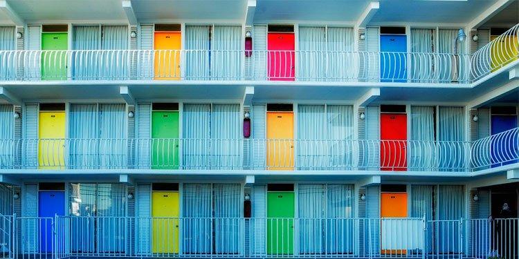 lugares dónde alojarse en alicante coco school alicante